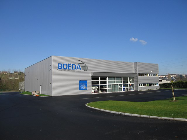 Boeda ipe ouest for Construction local commercial